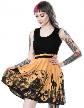 Chica con vestido Casa Encantada marca Sourpuss